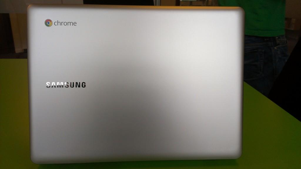 bagsiden af min nye chromebook